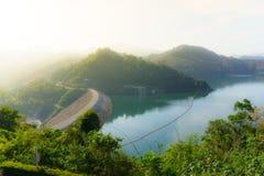 邦朗水坝, Yala,泰国在天时间、山和河 库存照片