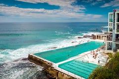 邦迪滩开放游泳池 库存图片