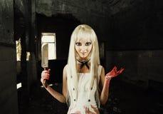 邪恶的微笑的妇女-玩偶凶手 免版税图库摄影