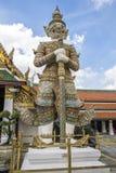 邪魔在曼谷玉佛寺,泰国的监护人雕象 库存图片