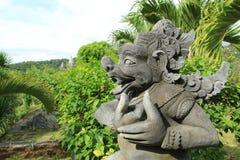 邪魔在巴厘岛寺庙的神雕象在印度尼西亚 免版税图库摄影