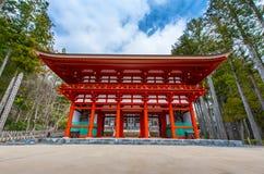 邪魔门,对Koyasan的古老入口在和歌山日本 免版税库存图片