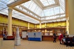 邮局的内部在彼得斯堡在一个晴天 库存图片