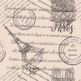 邮票、巴黎圣母院和艾菲尔铁塔有在的巴黎,无缝的样式上写字在米黄背景 库存图片