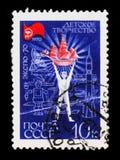 邮票致力了儿童在EXPO-70的` s创造性的苏联陈列,大约1970年 免版税库存图片