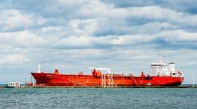 邮轮船靠码头在安大略湖北部岸  免版税图库摄影