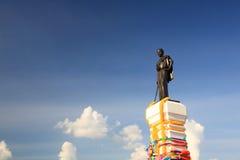 邵族Suranaree或Khun嬴Mo雕象 图库摄影