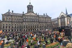 郁金香在水坝的电灯泡节日在阿姆斯特丹 免版税图库摄影
