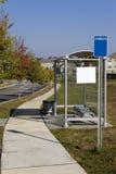 郊区区公共汽车玻璃的终止 免版税图库摄影