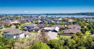 郊区安置的奥克兰, NZ 免版税库存图片