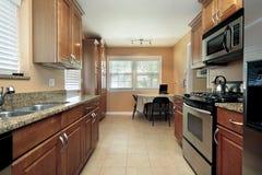郊区家庭的厨房 免版税库存图片