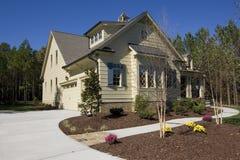 郊区房子新的销售额 库存图片