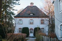 郊区房子的外部在慕尼黑,德国 免版税库存图片