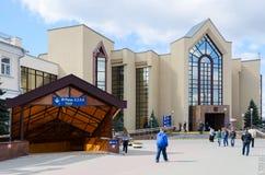 郊区火车站和隧道,戈梅利,白俄罗斯大厦  免版税图库摄影