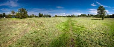 郊区的公园 免版税库存图片
