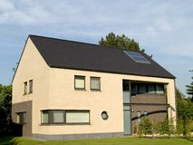 郊区的房子 免版税库存图片