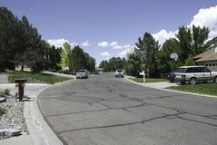 郊区的街道 库存图片
