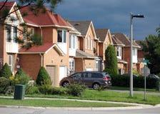 郊区街道 免版税库存图片