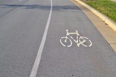 郊区车行道自行车运输路线 免版税图库摄影