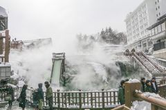 郡马,日本- Onsen 2月18,2018 Kusatsu是一种温泉手段 库存照片