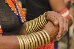 部族妇女佩带的手镯 库存照片