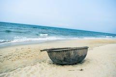 部族小船横向美丽如画的海运 免版税图库摄影