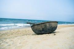 部族小船横向美丽如画的海运 免版税库存图片
