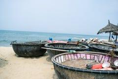 部族小船横向美丽如画的海运 库存图片