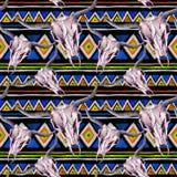 部族样式-动物头骨 与时髦部族设计的无缝的背景 水彩 免版税库存照片