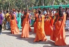 部族社会Gere舞蹈holi节日的 免版税库存图片