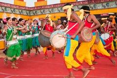 部族舞蹈的伙计 免版税库存图片