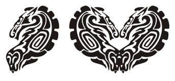 部族马和蛇标志,马的心脏 免版税库存图片