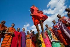 部落马塞人的人显示礼节跃迁 图库摄影