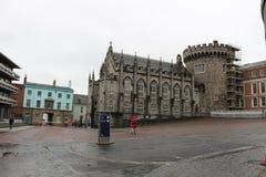 都伯林爱尔兰, 2018年2月02日:Street,都伯林,爱尔兰贵妇人都柏林堡社论照片  免版税库存图片