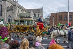 都伯林,爱尔兰- 3月17 :圣帕特里克节游行在都伯林 库存图片