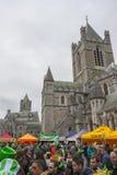 都伯林,爱尔兰- 3月17 :圣帕特里克节游行在都伯林 库存照片