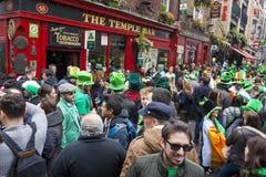 都伯林,爱尔兰- 3月17 :圣帕特里克节游行在都伯林 图库摄影