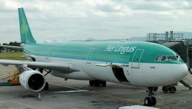 都伯林- 8月 21 :爱尔兰航空空中客车A330-300平面停放在都柏林机场 库存图片