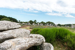 都尔门和竖石纪念碑在卡尔纳克(法国) 免版税库存图片