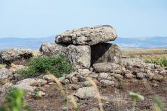 都尔门-青铜时代的石埋葬在戈兰高地,以色列的Gamla地区 库存照片