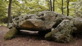 都尔门La格罗斯皮埃尔,巨石结构在诺曼底,平底锅 股票录像