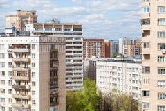 都市住宅区在晴天 库存照片