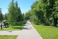 都市公园在一个明亮的夏日 库存照片