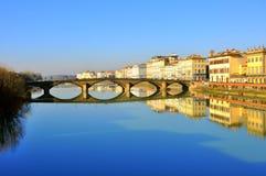 都市反映在佛罗伦萨,意大利 免版税图库摄影