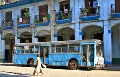 都市古巴哈瓦那的运输 免版税库存图片