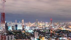 都市场面在晚上在曼谷,泰国 库存照片