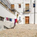 都市场面,一条街道的看法在格拉纳达,南西班牙 免版税库存图片