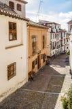 都市场面,一条街道的看法在格拉纳达,南西班牙 库存照片