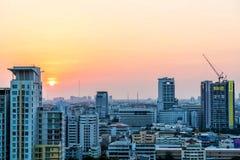 都市城市的日落 免版税库存照片