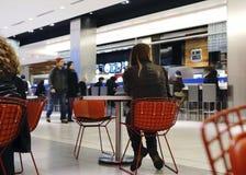 都市小餐馆-多伦多伊顿中心 免版税图库摄影